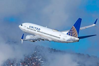 United Airlines Boeing 737-724 N14704 1-8-21 3