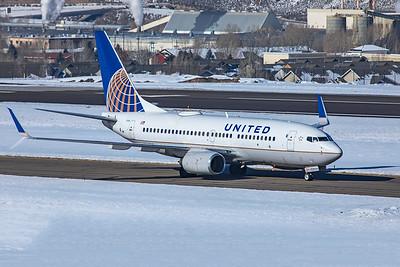 United Airlines Boeing 737-724 N14735 1-8-21