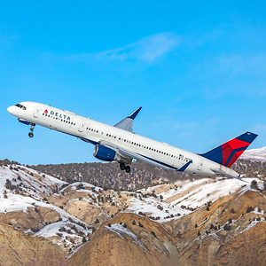 Delta Air Lines Boeing 757-232 N687DL 1-7-21 3