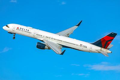 Delta Air Lines Boeing 757-232 N687DL 1-7-21 4