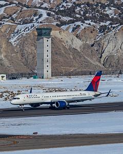 Delta Air Lines Boeing 757-232 N685DA 1-8-21 2