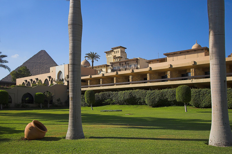 The Mena House Oberoi<br /> Palms & the Great Pyramid