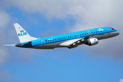 KLM Cityhopper Embraer 190-100STD PH-EZE 9-27-15