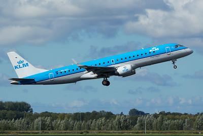KLM Cityhopper Embraer 190-100STD PH-EZY 9-27-15