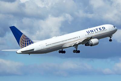 United Airlines Boeing 767-322(ER) N642UA 9-27-15