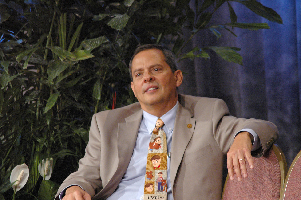 Vice Pres. Carlos Peña sports a Davey and Goliath tie.