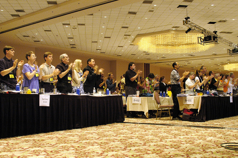 Voting members rose to applaud Bp. Younan (ELCJHL)