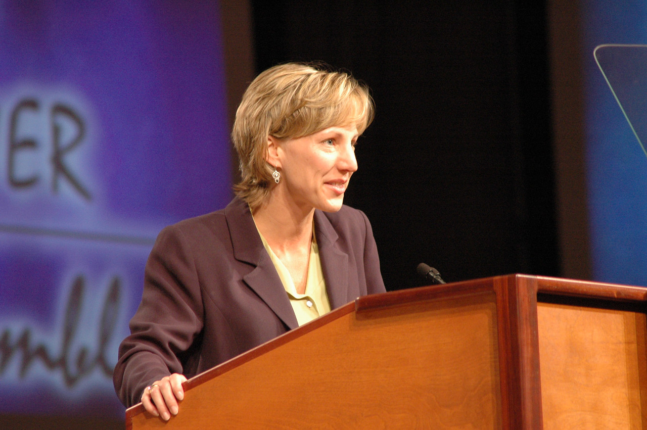 Christina Jackson-Skelton, ELCA Treasurer, gives her report tothe fifth plenary session