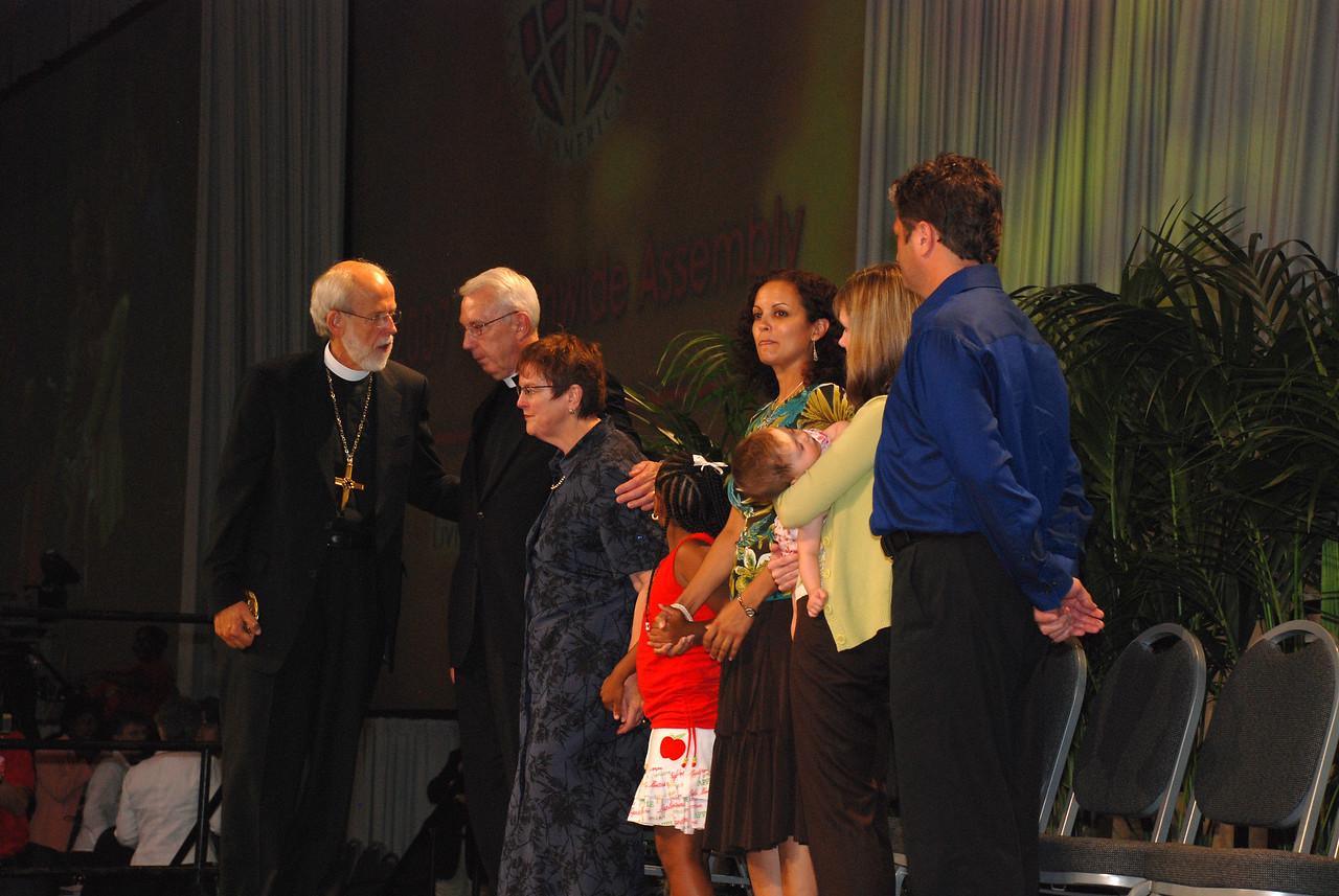 Bishop Hanson addressing the Almen family on the Servus Dei medal presentation to the Rev. Lowell G. Almen, ELCA secretary.