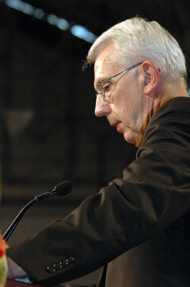 Lowell Almen speaks to the assembly after his acceptance of the Servus Dei medal.
