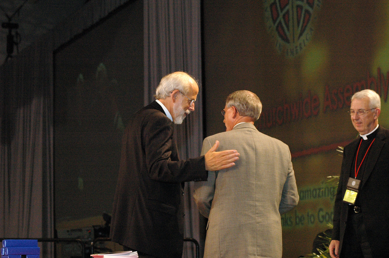Bishop Hanson thanks the Rev. Gerald Kieschnick, president of the Lutheran Church - Missouri Synod.