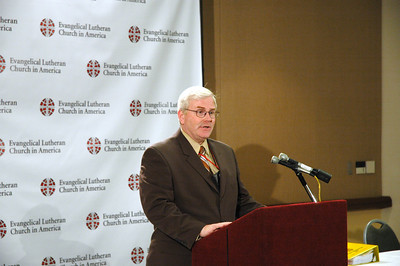 John Brooks, Director for ELCA News Services, welcomes people to the News Conference with Bishop Hanson.