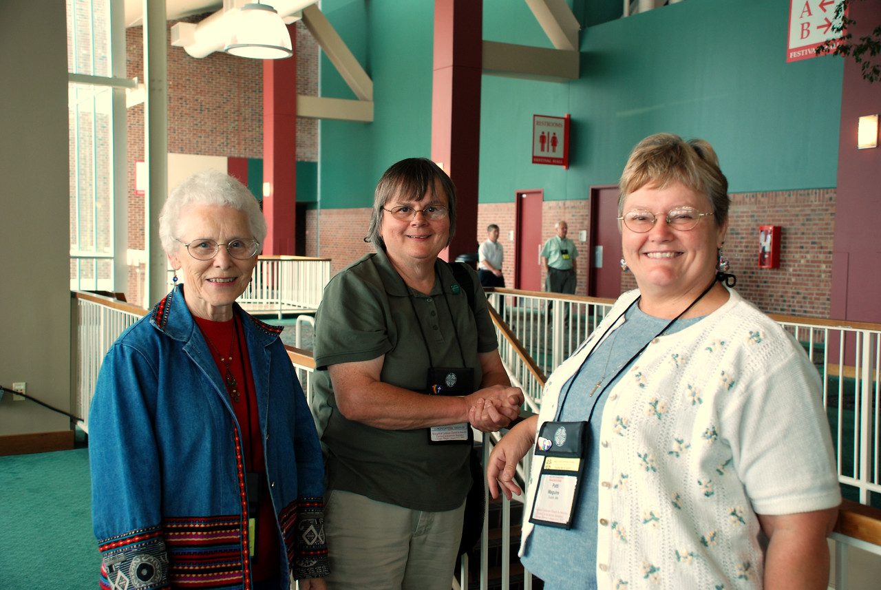 Joyce Lund, Sue Anderson and Patti Maguire getting ready to attend the 2007 Churchwide Assembly!
