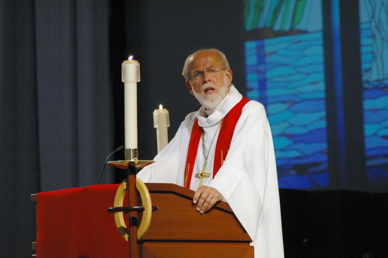 Presiding Bishop Mark S. Hanson at opening worship