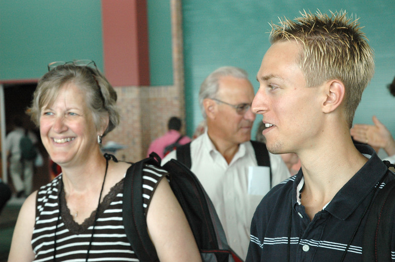 Lois Sterling (left) and Mike Reitz (right) pf Pennsylvania stand in line for registration of the 2007 ELCA Churchwide Assembly