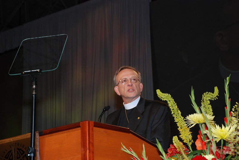 Kenneth Ruppar addresses the assembly as a nominee before that third ballot for ELCA secretary.