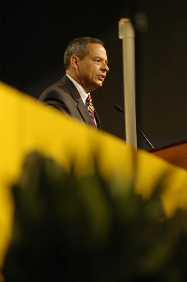 Mr. Carlos E. Pena speaks to the assembly. (view 1)