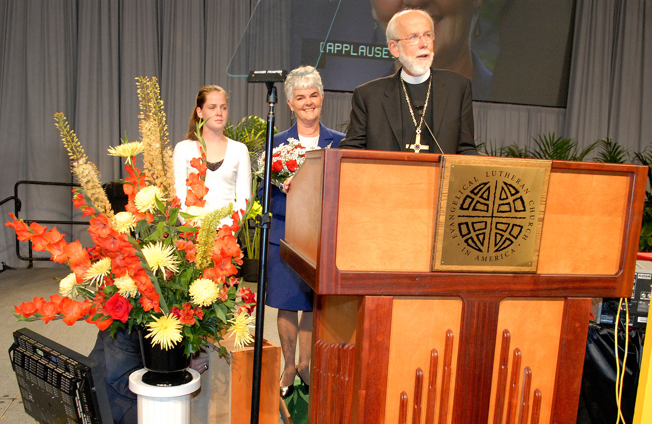 Bishop Mark Hanson and family at the podium after his re-election during the 2007 ELCA Churchwide Assembly.
