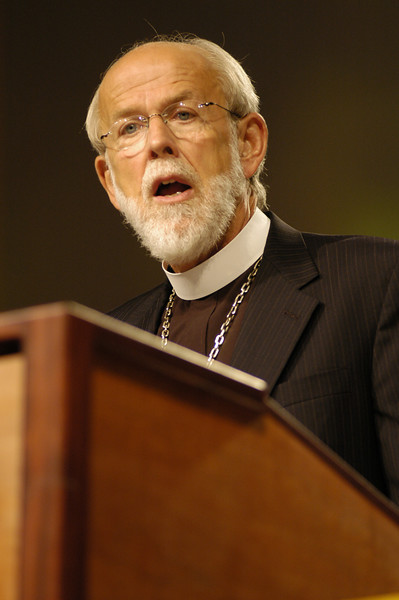Bishop Mark Hanson gives his acceptance speach at the 2007 ELCA Churchwide Assembly.