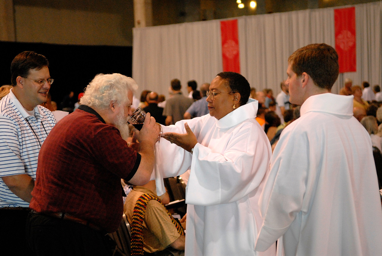 Holy Communion at Wednesdays worship service of the 2007 ELCA Churchwide Assembly.
