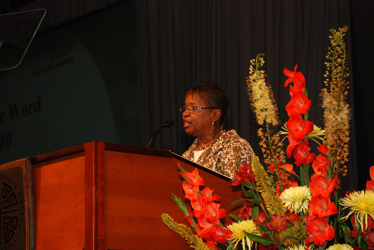 Ms. Connie Thomas introducing Dr. David Tiede on stage at Wednesday's Plenary 5 session.