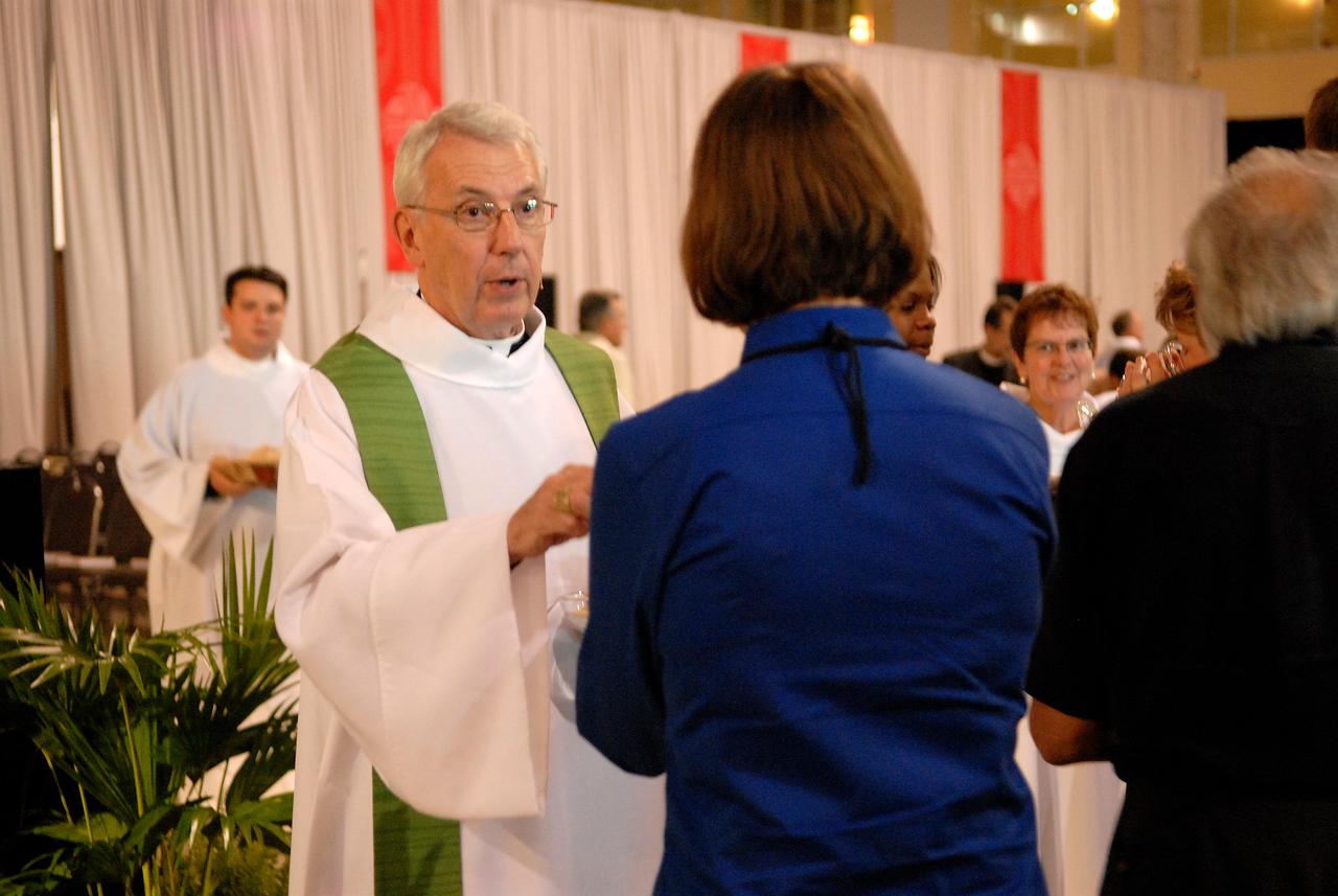 Secretary Lowell Almen serves Holy Communion at Wednesdays worship service of the 2007 ELCA Churchwide Assembly.