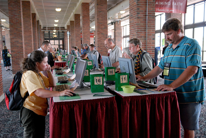 CWA participants make use of the communications center during the 2007 Churchwide Assembly.