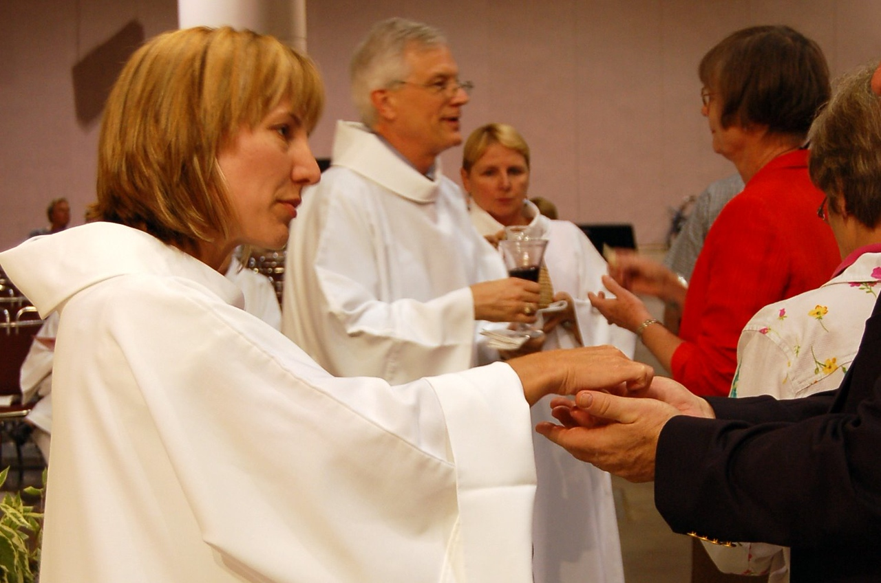 Treasurer Christina Jackson-Skelton and Sectretary David Swartling distribute Holy Communion to worshipers. With the presiding bishop and the vice-president, they are the officers of the Evangelical Lutheran Church in America.