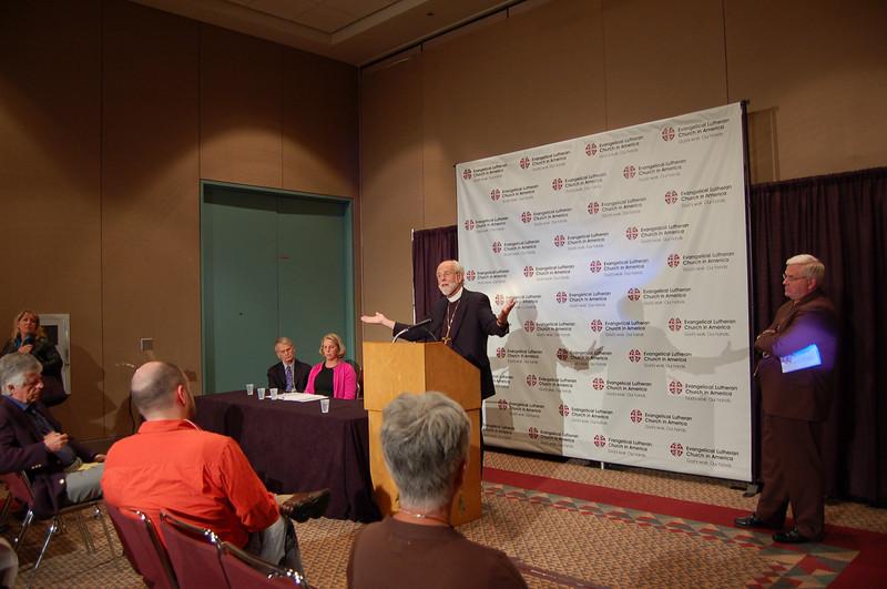 Presiding Bishop Mark Hanson addresses the media at the news conference.