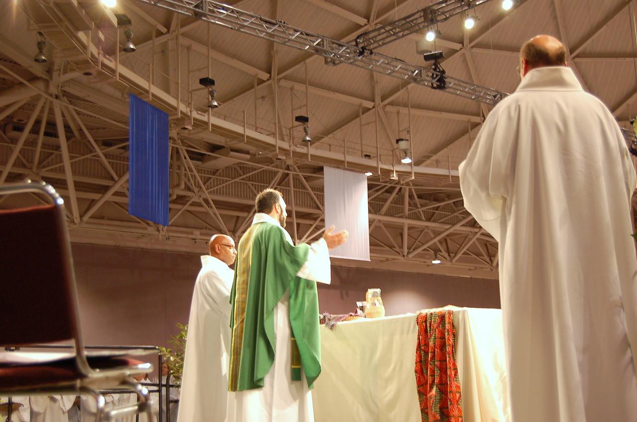 Pr. Rani Abdulmasih, Dearborn, Michigan, leads the Eucharistic prayer in Arabic.