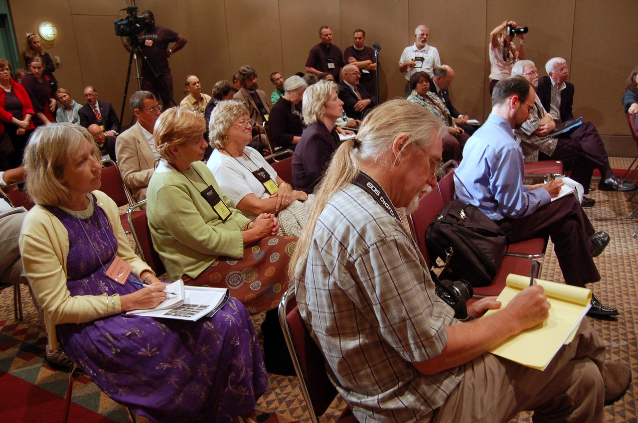Media at the evening's news conference on ministry policies recommendation