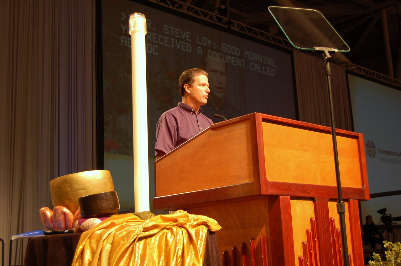 Pr. Steve Loy, chair of the Ad Hoc Committee,  answers a question at the 2009 ELCA Churcwide Assembly.