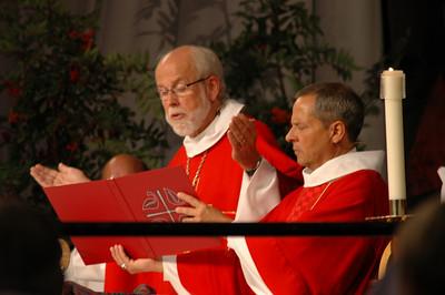 Presiding Bishop Mark S. Hanson and Vice-President Carlos Pena at opening worship.