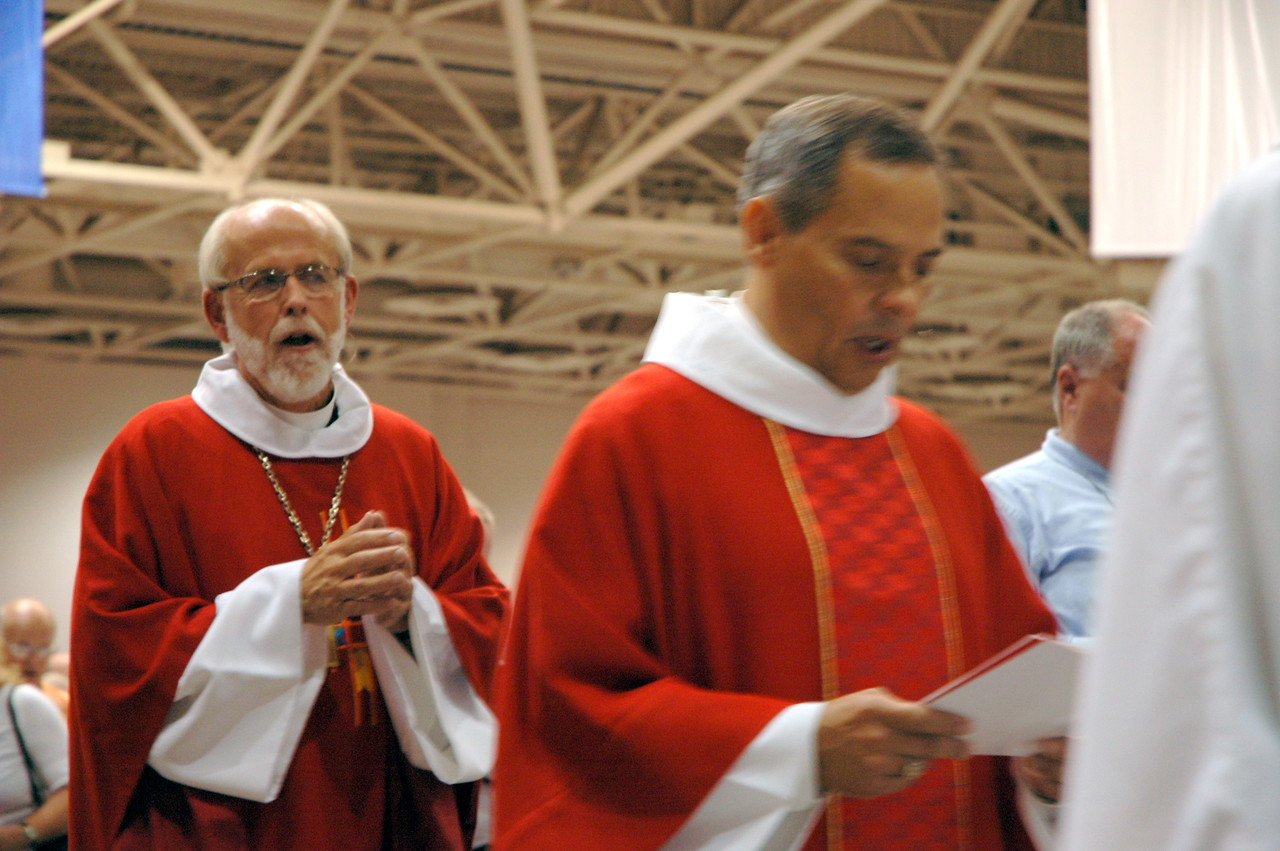 Presiding Bishop Mark S. Hanson and Vice-President Carlos Pena during the opening worship procession.