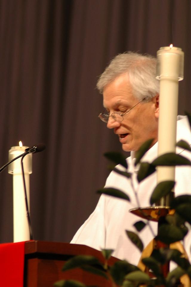 Secretary David Swartling at opening worship.
