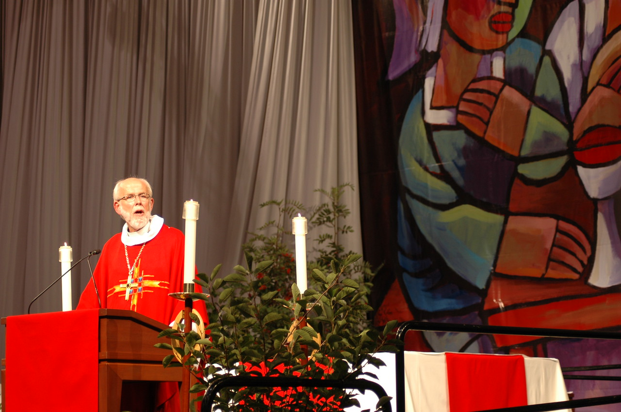 Presiding Bishop Mark S. Hanson at opening worship.