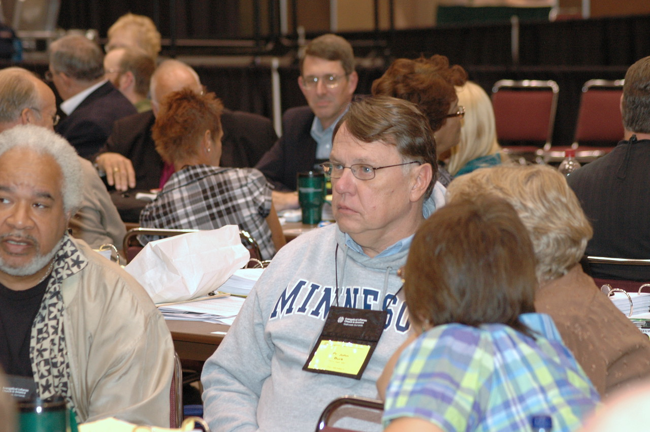 Voting members are asked to gather in small groups to share their witness about this assembly: signs of hope and signs of paralysis.