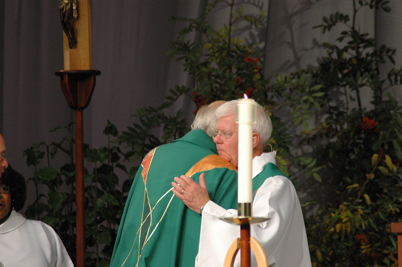Passing of the peace between Bishop Hanson and Bishop Bjornberg.
