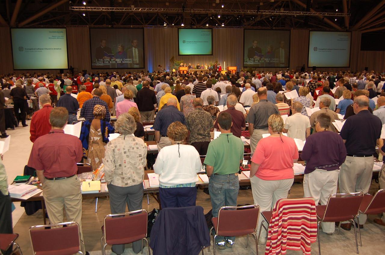 Voting members singing.