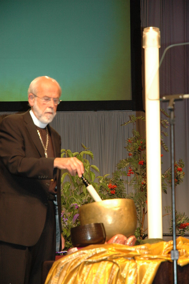 Presiding Bishop Mark S. Hanson sounds the bell to call the assembly to prayer.