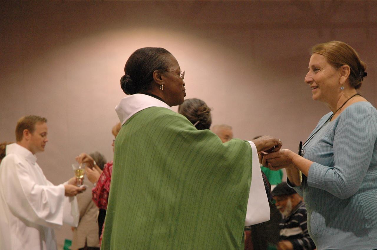 Pr. Natacha Kemp serving communion