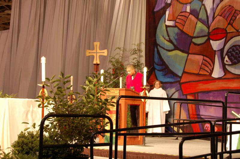 Louis Tillman, Lawrenceville, Ga., reads 1 Corinthians 12:27-13:13 at the worship service.