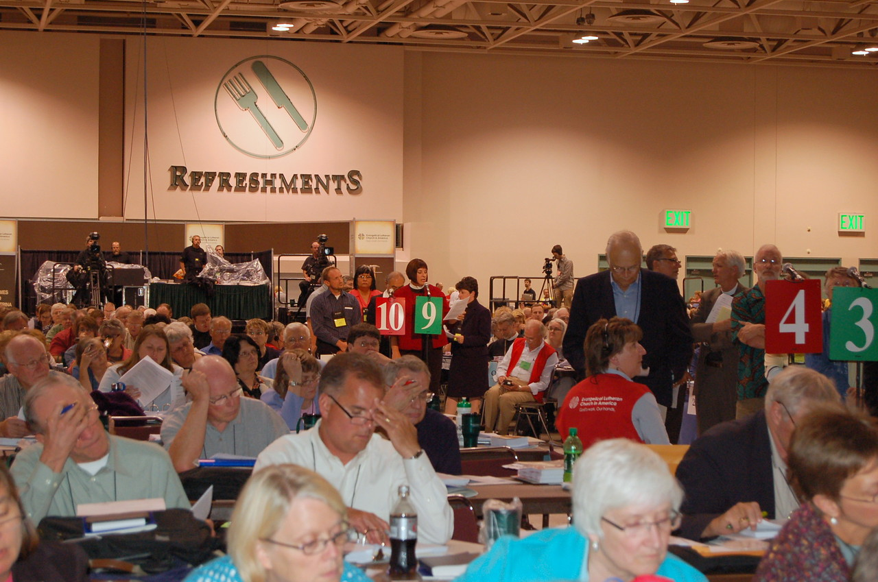 Delegates to the 2009 Churchwide Assembly considers an amendment.