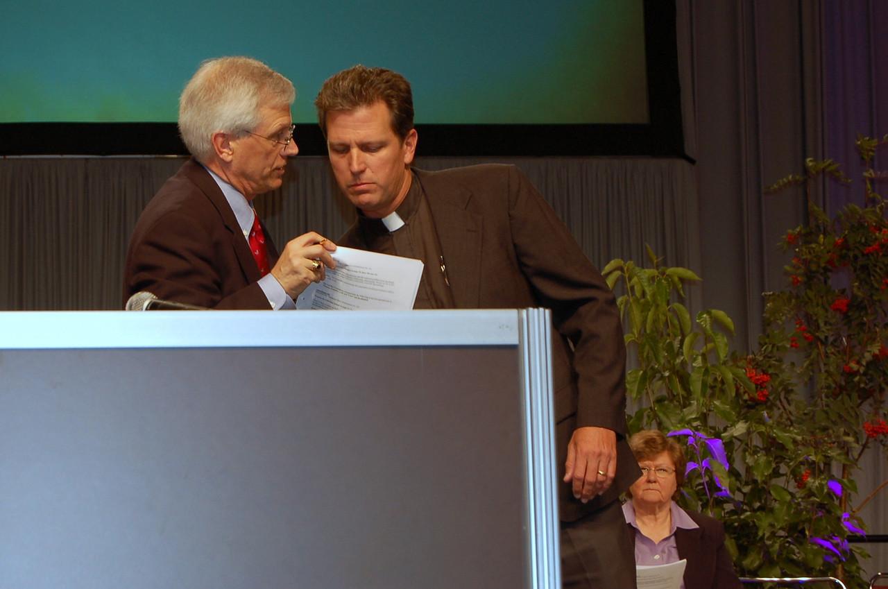 David Swartling confers with Pr. Loy.