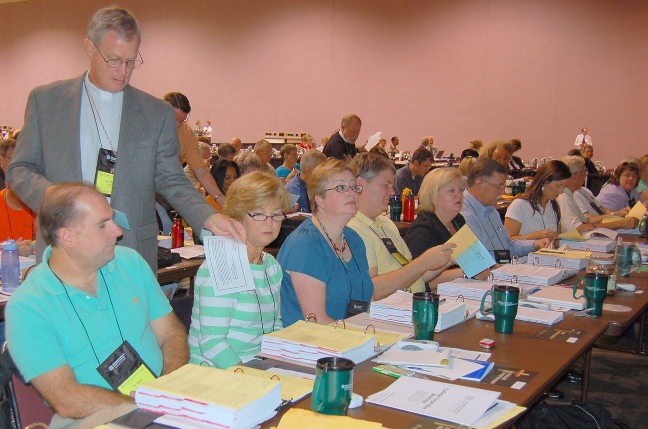 Passing out the nominating ballot for the vice president.