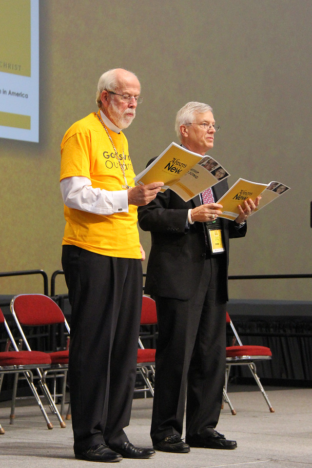 Presiding Bishop Mark S. Hanson and David Swartling, secretary of the ELCA, sing during plenary.