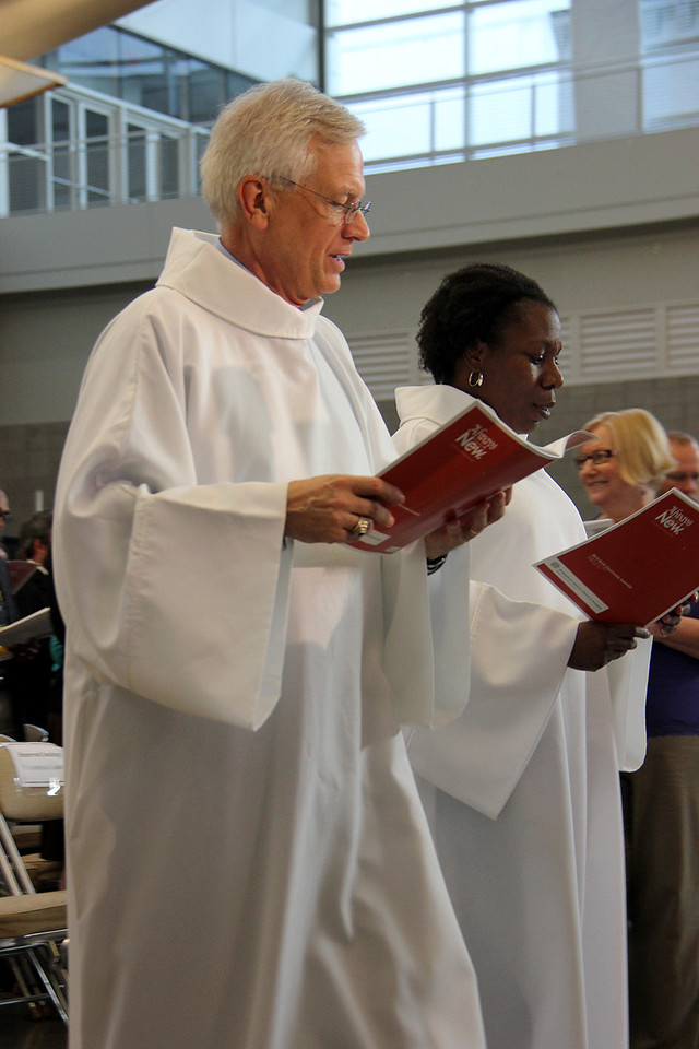 David Swartling, secretary of the ELCA, and the Rev. Linda Norman, treasurer of the ELCA assist as readers during worship on Monday evening.