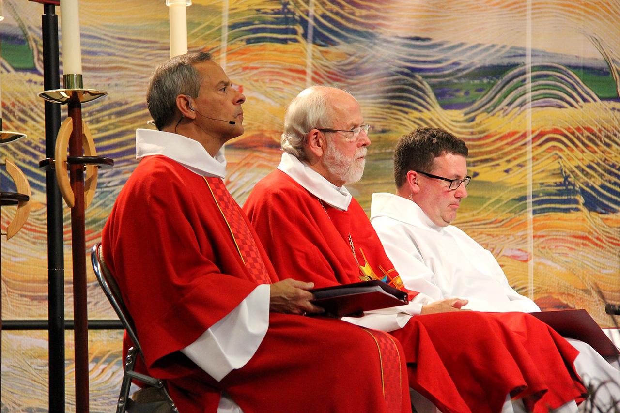 Presiding Bishop Mark S. Hanson and Carlos E. Peña, vice president of the ELCA, lead worship.