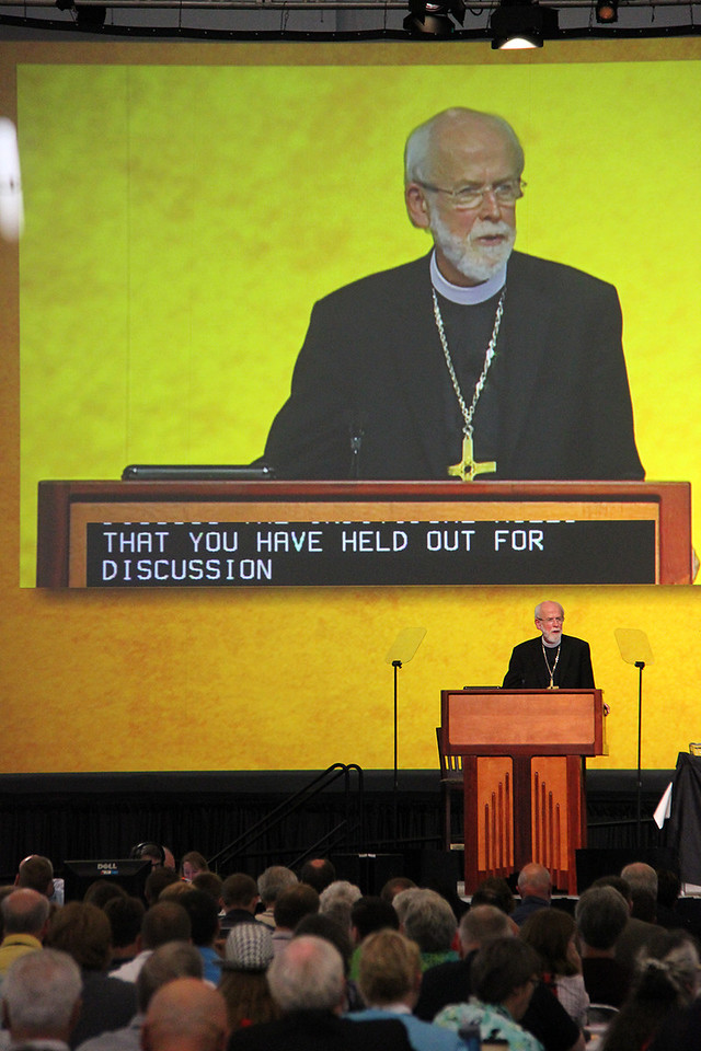 Presiding Bishop Mark S. Hanson gives instructions during plenary one.