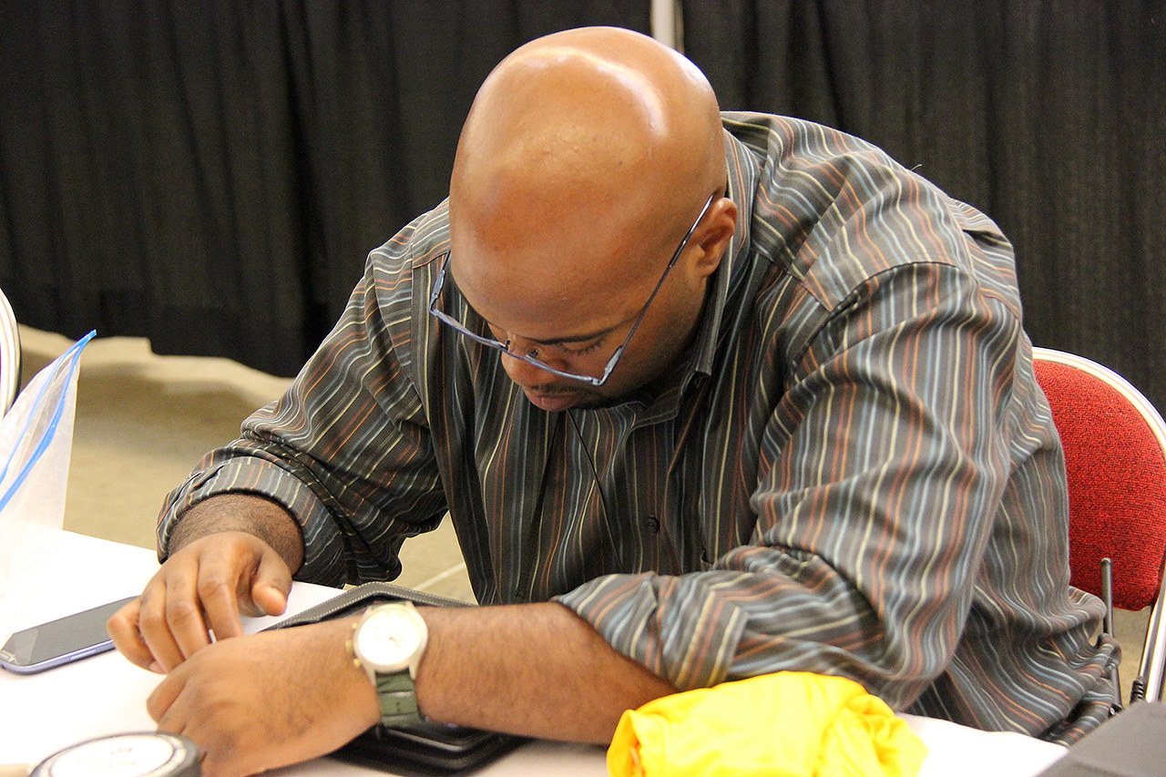 Ronney Hunter provides technical support during the plenary.